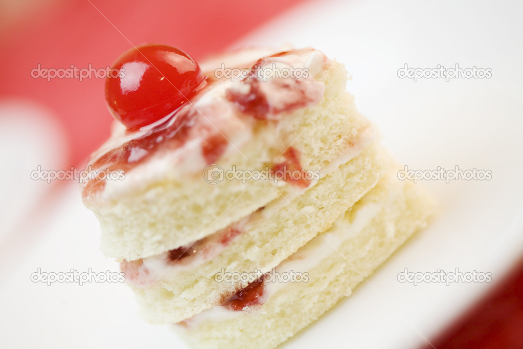 Three layer heart shape cake — Stock Photo #2630058