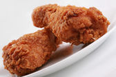 Two crispy fried chicken drumsticks — Stock Photo