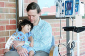 Worried father holding child in Hospital — Stock Photo
