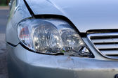 Broken headlight of the car — Stock Photo