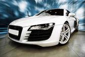 Biały samochód sportowy — Zdjęcie stockowe