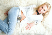 Blond girl in blue jeans — Stock Photo