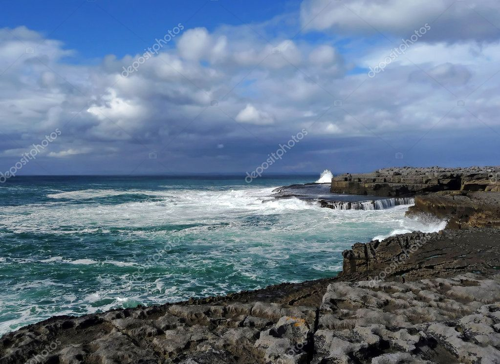 Irish coast in sunny day — Stock Photo #2325168