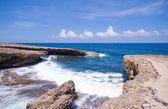 Rocky shore inlet — Stockfoto