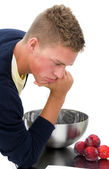 Young man clueless in kitchen 1 — Stock Photo