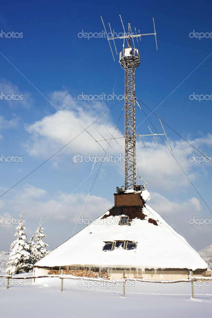 Radio antenna communication tower at winter snow — Stock Photo #2517947