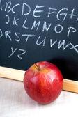 Alfabet bazgroły na tablicy — Zdjęcie stockowe