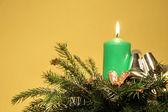 Zielona świeca kartkę z życzeniami ikebany — Zdjęcie stockowe