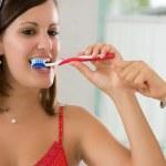 borsta tänderna — Stockfoto