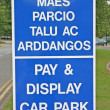 Bilingual English Welsh Car Park Signage — Stock Photo