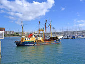 Fishing Trawler Leaving Plymouth Harbour — Stock Photo