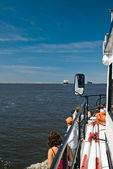 Touristes sur le bateau de voyage — Photo