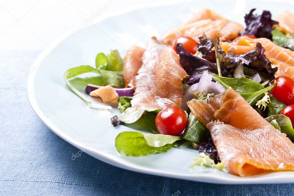 Fresh smoked salmon salad with lettuce tomato and dressing — Stock Photo #2337684