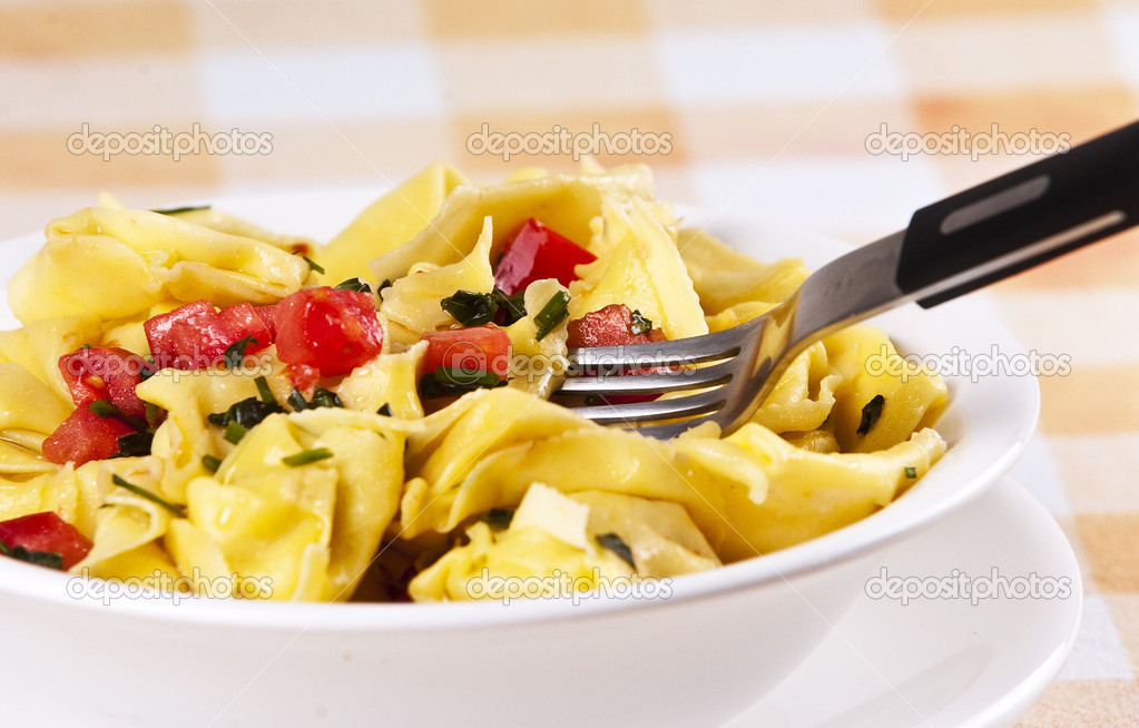 Tortellini primavera garnished with basil leaves on white plate — Stock Photo #2338392