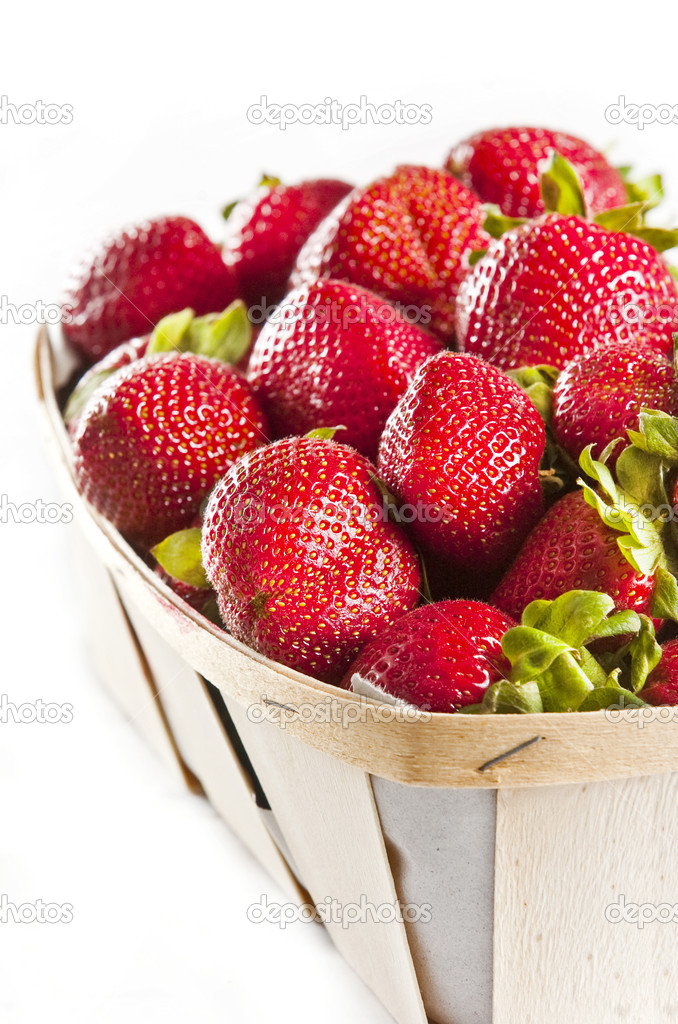 Basket full of ripe and delicious strawberries — Stock Photo #2339192