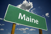 Maine Green Road Sign On Sky and Clouds — Stockfoto