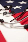 Stéthoscope sur le drapeau américain — Photo