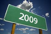 Cartello stradale di 2009 con nuvole drammatici — Foto Stock