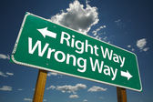 Right Way, Wrong Way Green Road Sign — Stock Photo
