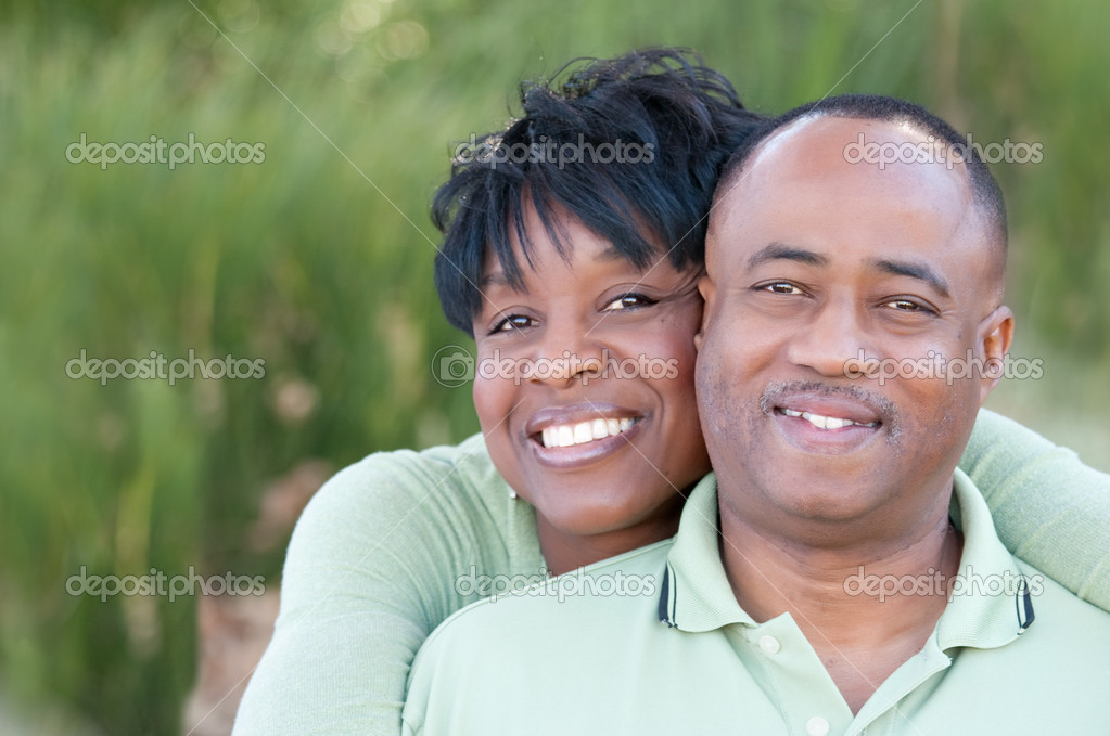 Attractive and Affectionate African American Couple Having Fun in the park. — Stock Photo #2333112