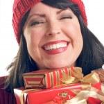 bruneta žena má dovolená dárky — Stock fotografie