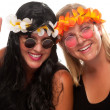 Two Hippie Girls give Peace Sign — Stock Photo