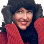 Привлекательная женщина держит ее крышка изолированной — Стоковое фото