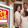 Hispanic Family and Real Estate Sign — Stock fotografie
