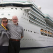 Senior Couple In Front of Cruise Ship — ストック写真