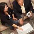 Man and Woman Using Laptop with Coffee — Foto de Stock