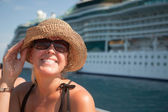 Vacationing Woman Near Cruise Ship — Stock Photo