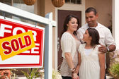 Hispanic Family and Real Estate Sign — Stock Photo