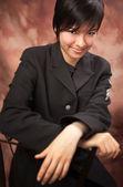 Adolescente multiétnica posa para um retrato de estúdio. — Foto Stock