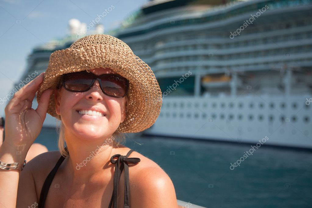 Beautiful Vacationing Woman on Tender Boat with Cruise Ship in the Background. — Foto de Stock   #2345037