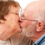 Affectionate Senior Couple Kissing — Stock Photo