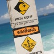 Surf and Currents Warning Sign on a Beach in Hawaii - Foto Stock