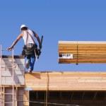 Carpenter Climbing Up Ladder — Stock Photo