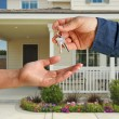Handing Over the Keys and House — Stock Photo