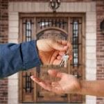 Handing Over the Keys and Front Door — Stock Photo