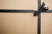Nastro e scatola regalo superficie ondulata — Foto Stock
