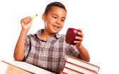 Hispánský školáka na bílém pozadí — Stock fotografie