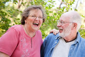 Portrait de couple senior souriant heureux — Photo