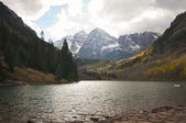 Maroon Bells and Maroon Lake in Aspen Colorado — Stock Photo