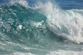 Dramatic Shorebreak Wave on a clear morning. — Stock Photo