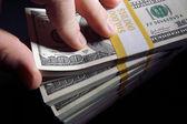 Travar av hundra dollar räkningar — Stockfoto