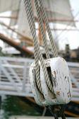 Liny i koła pasowego szczegółowe streszczenie łódź — Zdjęcie stockowe