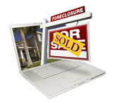 Sold Foreclosure Sign on Laptop — Stock Photo