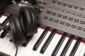 Headphones Laying on Electronic Keyboard — Stock Photo