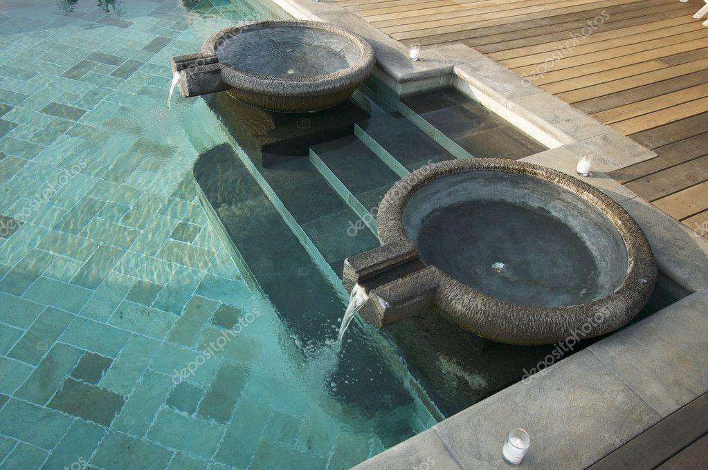 Fontaines piscine exotique piscine carrel e et tapes for Prix piscine carrelee
