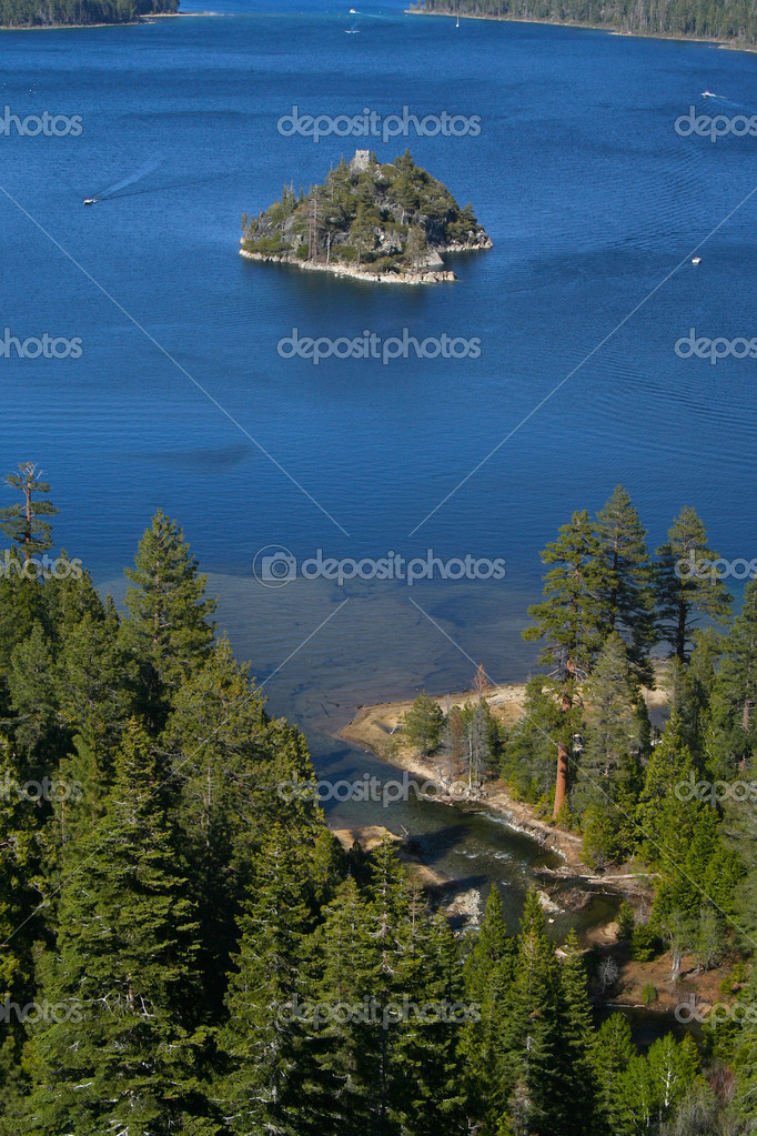 This is beautiful Emerald Bay in Lake Tahoe, California one summer day with Fannette Island in the middle. — Stock Photo #2356577